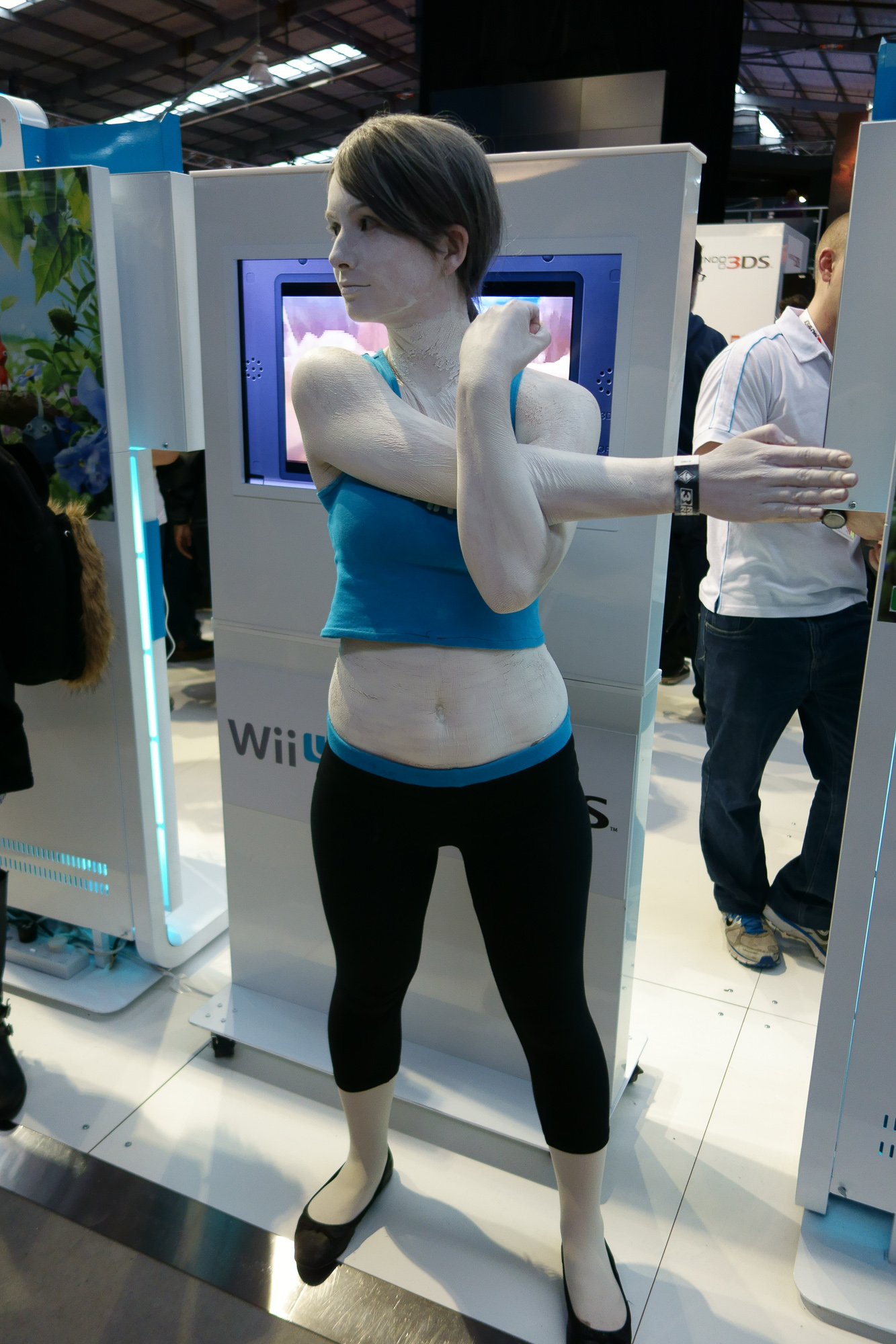 Some crazy good Wii Fit girl cosplay. Going the extra mile with the body-paint!