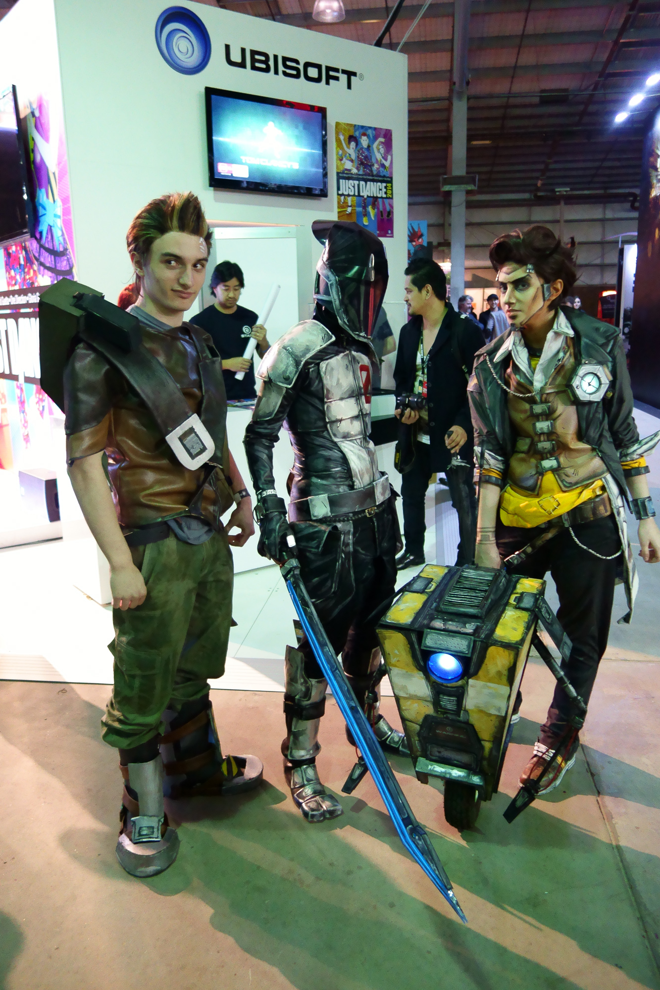 L-R: no idea, zer0 the assassin, claptrap (!), no idea. A lot of the cosplay was like that: either super-obscure stuff, or just interpretations that made deciphering their character hard